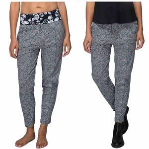 Lululemon departure pants in black/white pattern